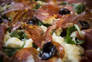 Salame ventricina e olive nere
