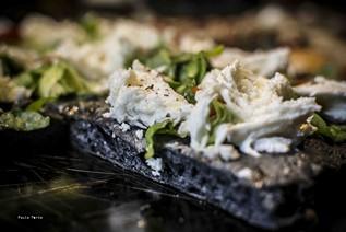 Carbone vegetale e mozzarella di Andria